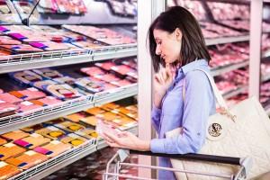 Kobieta w sklepie